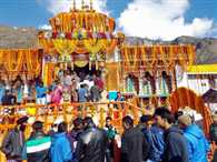 badrinath dham temple open for devotees