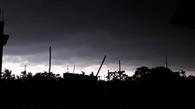 तेज आंधी बारिस से घंटों अंधेरे में डूबा शहर