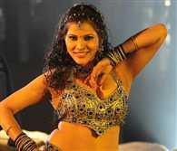 Dancing queen of bhojpuri film famous actress seema singh