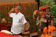 Defence MInister Manohar Parrikar and 3 Service Chief pay homage to Kargil war martyrs