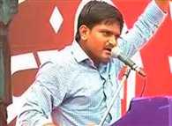 Nitish challenges Modi in Gujrat, supports Hardik Patel