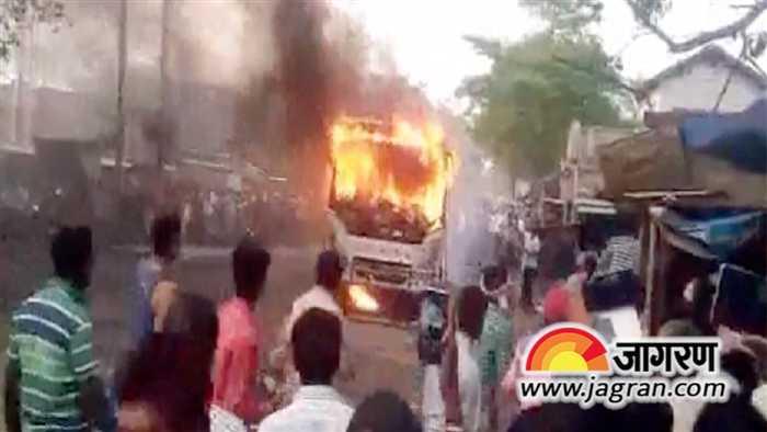बस में लगी आग, 8 लोगों की मौत