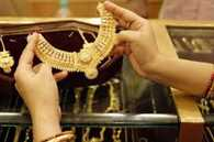 Gold price increases to Rs 27,000 per ten grams