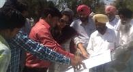 मच्छौंडा में पानी की निकासी को दूर करने पहुंची निगम की टीम