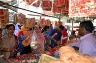 पूजा की सामग्री से सज गए बाजार