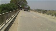 जर्जर हो गया है डेढ़ सौ वर्ष पुराना पुल