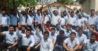 प्रबंधन के खिलाफ श्रमिकों का प्रदर्शन
