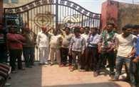 Employees Locked Municipality Gate In Uttarkashi