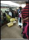 औचक जांच में घिरे दैनिक सब्जी विक्रेता