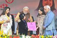 A lady cop claims that Center stole my Idea Beti bachao Beti Padhao