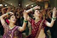 Deepika Padukone and Priyanka Chopra's BIG FAT fee for IIFA Act