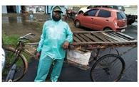 गरीबों के रोजगार पर बारिश की मार