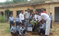 तलोट स्कूल में 71 पौधे लगा देखभाल की जिम्मेदारी ली