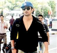 Dhoni bold by a romantic Gugly
