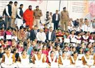 Haryana CM Khattar Jumped from manch