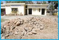 भाजपा सभासद ने रुकवाया निर्माण कार्य