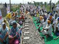 Farmers stopped Train in Amritsar