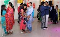विद्यार्थियों ने रैंपवॉक व डांस पेश कर जमाया रंग