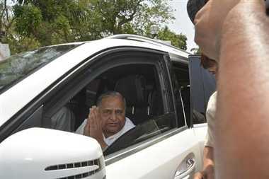 Mulayam Singh Met Governor For Damage Control Regarding MLC List