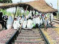 Court erupt on Government not to remove gujjars on railwaytrack