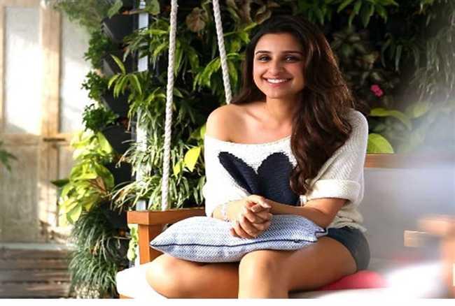 Check out Meri Pyaari Bindu strength in this cute video posted by Ayushmann Khurrana