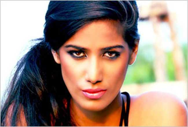 Poonam Pandey reveals her love for Virat Kohli