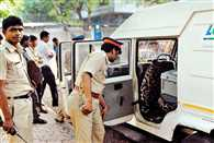 Armed goons looted 12 crore from ATM van in Thane