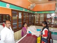 खुली रहीं जिले में कपड़ा दुकानें
