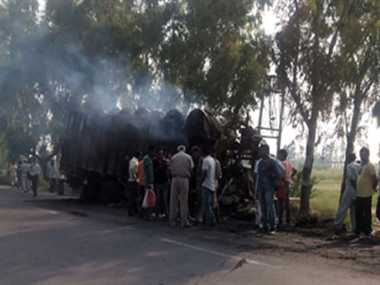 Fire in trucks After collision, two burnt alive