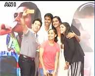 Sachin Tendulkar, PGopichand, PV Sindhu, Sakshi Malik  Dipa Karmakar take a selfie at the felicitation ceremony