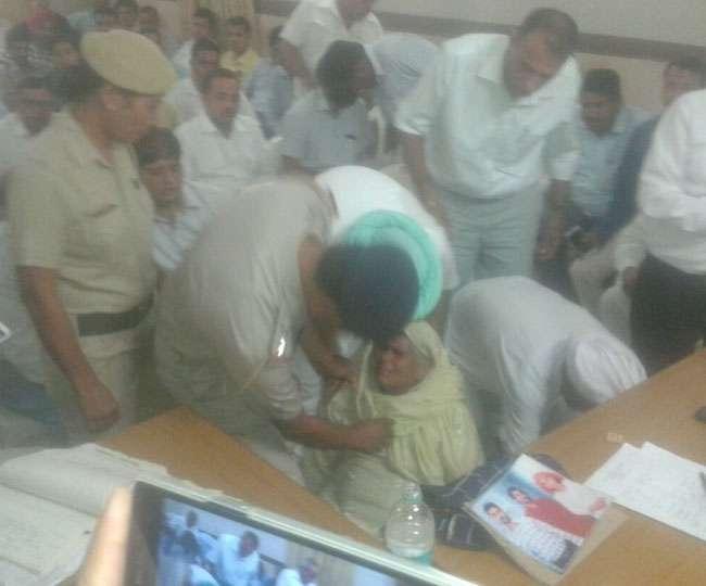Unconscious woman was not arranged ambulance