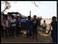 ग्रामीणों ने अवैध बालू लदे दो ट्रैक्टरों को पकड़ा