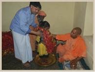 नवरात्र के संकल्प के लिए लखनऊ से मंदिर आई अक्षत