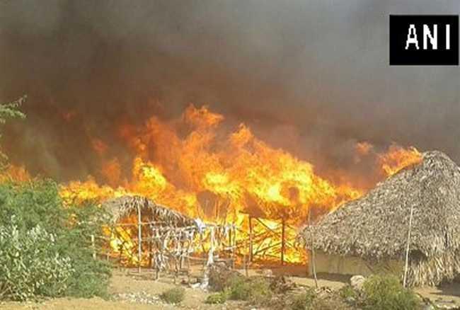 Andhra Pradesh ,fire ,Fire tenders ,Kakinada ,Jagran news,आंध्र प्रदेश,काकीनाडा,आग,झुग्गी,जलकर खाक