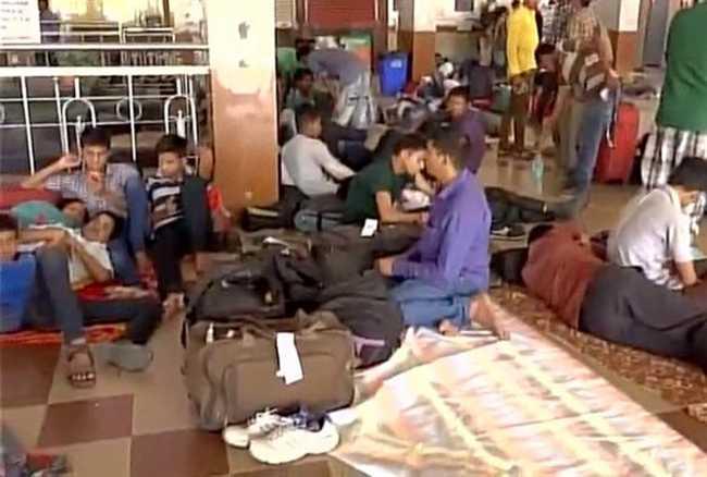 assam ,railway station ,rain ,guwahati ,Jagran news,भारी बारिश,कारण ट्रेन,सेवा,रेलवे स्टेशन,लोग