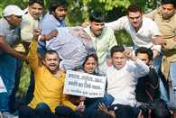 AgustaWestland Skam Youth Congress protests against the vasundhara and Raman