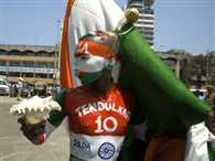 Biggest fan of Sachin reaches his home to gift Lichee