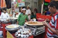 देसी-विदेशी पर्यटकों को भी खींच लाती है लजीज व्यंजनों की खुशबू