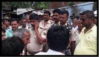 मार्टिन रेलवे की जमीन की मापी करने पहुंचे अधिकारियों को झेलना पड़ा विरोध