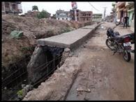 नाला निर्माण में बरती जा रही अनियमितता, डीएम ने मांगी रिपोर्ट