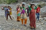 ग्रामीणों ने गांव सुरक्षा को उठाया बीड़ा