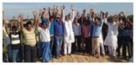 आधिकारियों के खिलाफ विरोध प्रदर्शन कर जमकर हंगामा
