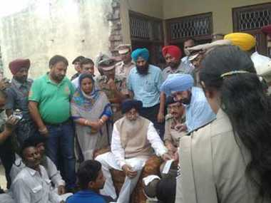Badal gave  tribute to  martyre Home Guard personnels , gave cheque of one million