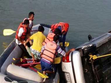 Car fell into the canal near Hosiarpur , five killed