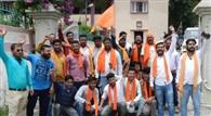 डीएम दफ्तर पर गरजे हिंदूवादी संगठन