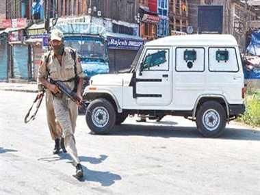 Policeman shot at, injured by militants