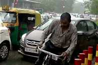 Heavy rainfall lashes Delhi, traffic congestion in several parts
