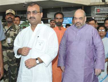Amit Shah reaches Patna, meeting with party leaders