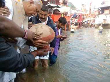 Bone immersion of Ashok Sinhal on Har ki Paidi today