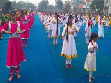 Broke Guinness Book of World  records of group Kathak dance  in rahgiri
